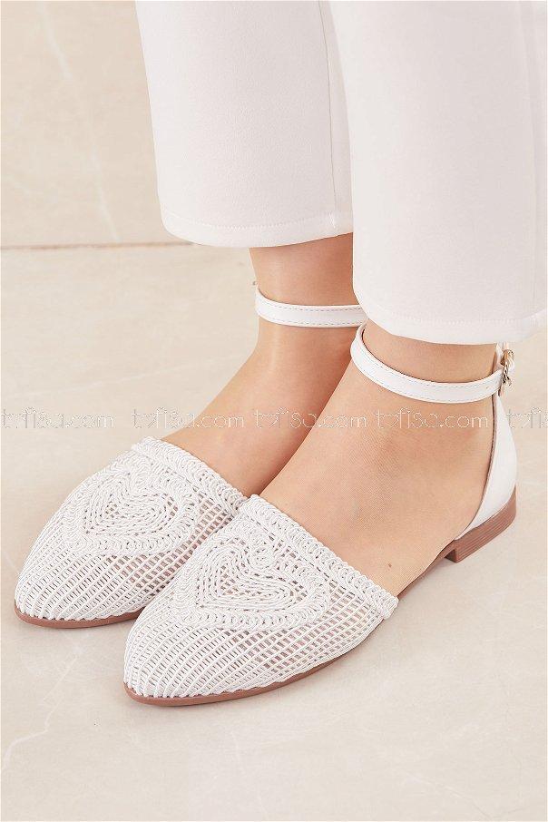 حذاء لون ابيض 20684