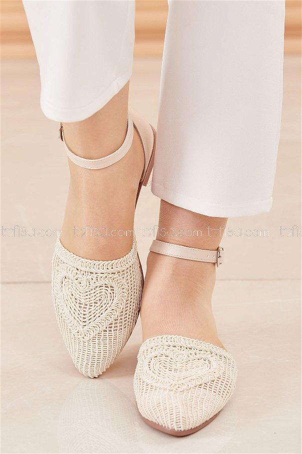 حذاء لون كريم 20684