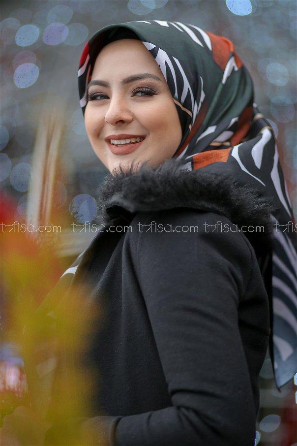 شال منقوش اسود - 8276