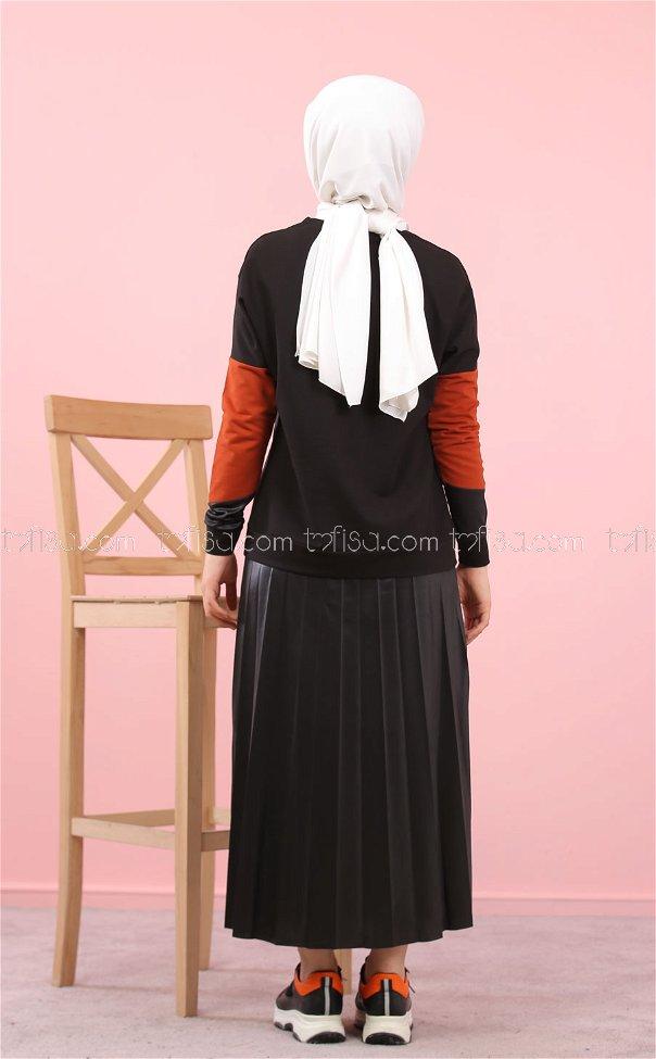 بلوز مع تنورة كسرات اسود قرميدي - 8311